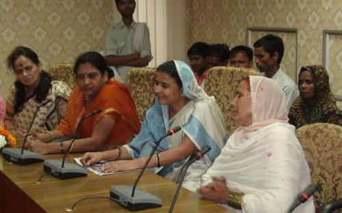 A group of women from Muraina, Madhya Pradesh visited the Commission and met Hon'ble Chairperson