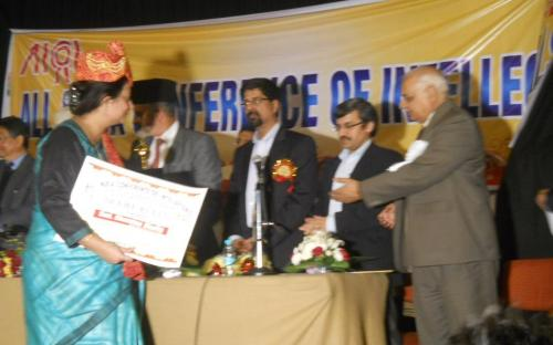 """Member Mrs. Shamina Shafiq was conferred upon """"DELHI RATAN"""" award by Hon. H.S. Brahma, Election Commissioner of India who was also the Chief Guest during a conference on """"Challenges of the Democracy today & Role of Intellectuals"""" on 16th Dec,12"""