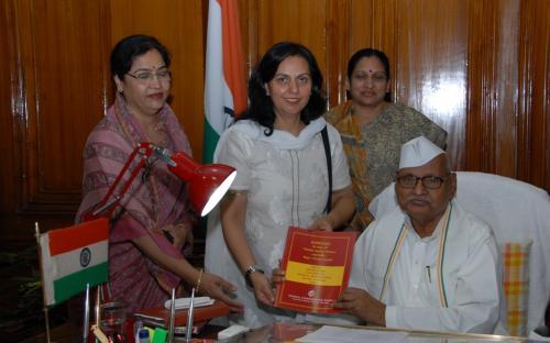 Dr. Charu WaliKhanna, Member, paid courtesy call to Hon'ble Governor of Madhya Pradesh, Shri Ram Naresh Yadav