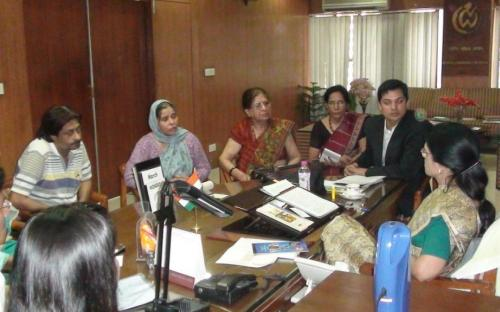 Hon'ble Chairperson, NCW holding hearing meeting with the parents of the victim of Dhaula Kuan murder case
