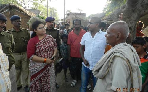 Ms. Hemlata Kheria, Member, NCW alongwith social activists/govt. officials and team of UMANG – Partners in Human Development visited Dulhin Bazar, Patna to study the condition of women specifically Dalit and Mahadalit women in Bihar