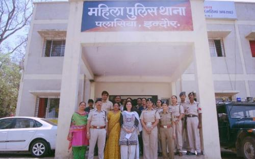Dr. Charu WaliKhanna, Member, NCW inspected Mahila Thana, Indore and functioning of women Helpline