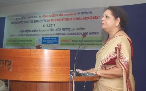 Ms. Asha Ahuja, Deputy GM, Credit Priority, Bank of Maharashtra & Chairperson of Swashakti, Ms. Bhagyashree Bhide addressing participants