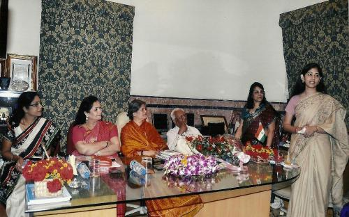 Left to Right: Mrs. Shashi Panja (MLA-W.B.Assembly), Mrs. Alka Bangur- President All India Marwari Mahila Samity, Mrs. Mamta Sharma- Chairperson NCW, Mr. B. Newar - Chief Editor - Chhapte Chhapte, Mrs. Asha Mahdwhari - General Secretary, All India Marwari Mahila Samity and Dr. Deepali Singhi - Principal- JD Birla Institution - Kolkata