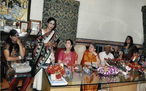 Left to Right: Ms. Sweta Indoria (Councilor KMC), Mrs. Shashi Panja (MLA-W.B. Assembly), Mrs. Alka Bangur- President All India Marwari Mahila Samity, Mrs. Mamta Sharma- Chairperson NCW, Mr. B. Newar- Chief Editor - Chhapte Chhapte, Mrs. Asha Mahdwhari - General Secretary, All India Marwari Mahila Samity