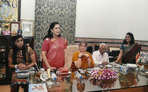 Left to Right : Ms. Sweta Indoria (Councilor KMC), Mrs. Alka Bangur- President, All India Marwari Mahila Samity, Mrs. Mamta Sharma, Chairperson NCW, Mr. B. Newar - Chief Editor - Chhapte Chhapte, Mrs. Asha Mahdwhari - General Secretary, All India Marwari Mahila Samitv