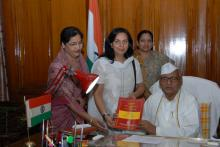 Dr. Charu WaliKhanna, Member, paid courtesy call to Hon'ble Governor of Madhya Pradesh, Shri Ram Naresh Yadav